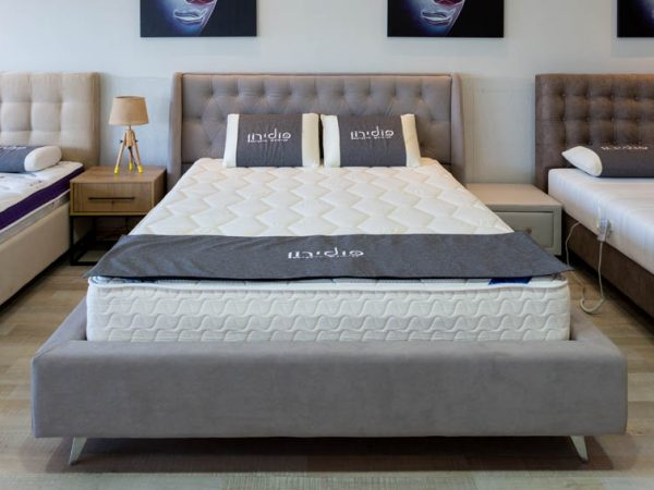 """מיטה זוגית מרופדת """"קפיטונאז'"""""""